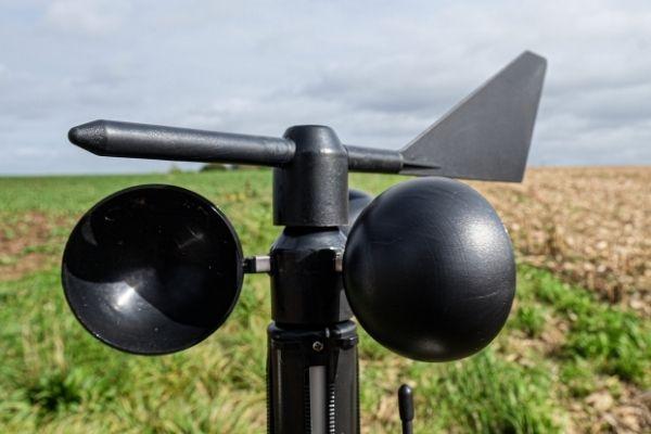 L'anémomètre agricole Weenat mesure le vent dans les champs.